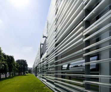 Piero Lissoni: Headquarter Living Divani ad Anzano del Parco