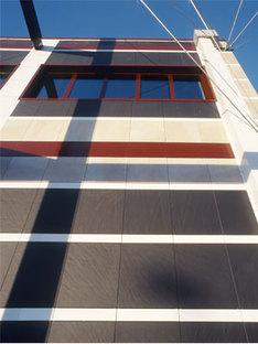Realisierung der hinterlüfteten Fassade<br /> im medizinischen Zentrum