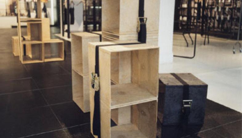 Pavimento e rivestimento showroom ALU