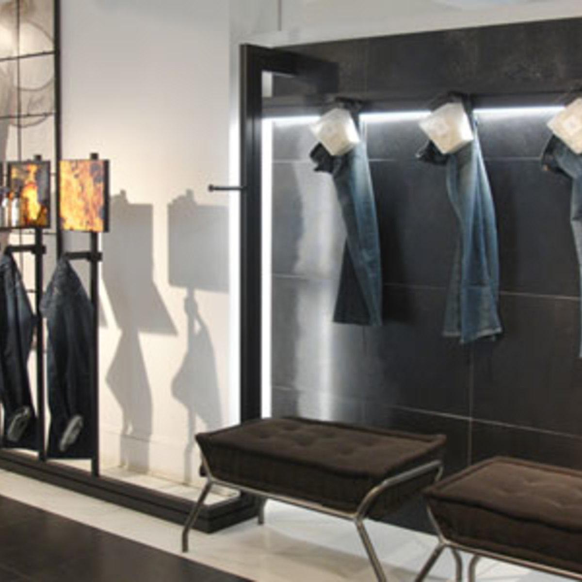 Fußboden und Verkleidung Showroom ALU