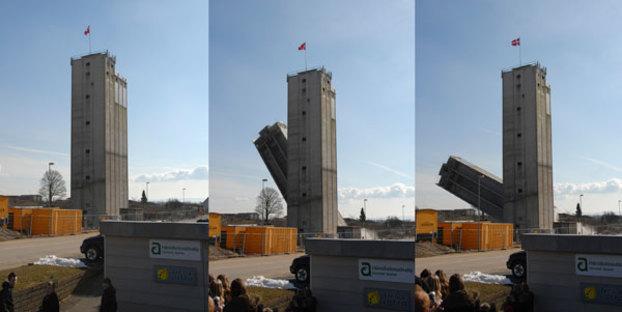 La demolizione di una porzione del  silo