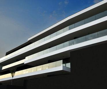 Tisselli: edificio orizzontale a Cesena