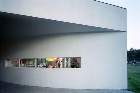 Das Fensterband der Eingangsfassade