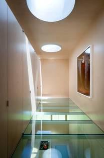 Piano primo: il pavimento in vetro sopra la cucina