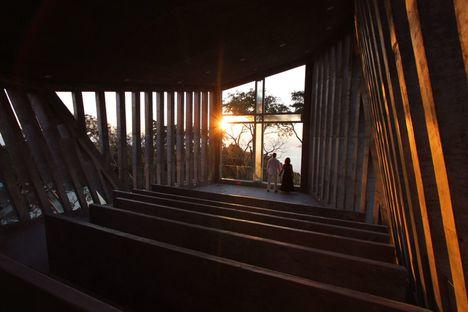 BNKR: Sunset chapel in Acapulco