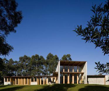 Castanheira: Ein Haus aus Zement und Holz