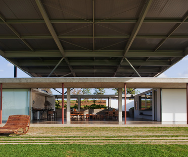 Andrade Morettin: Langes Haus in Sao Paulo