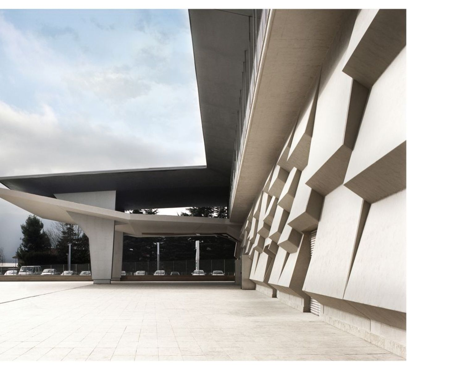 Cherubino Gambardella: Einkaufszentrum Liz Gallery