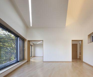 Joho Architecture: casa con tetto curvo in Corea