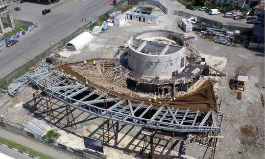 Khmaladze: Tankstelle und McDonalds in Batumi (Georgien)