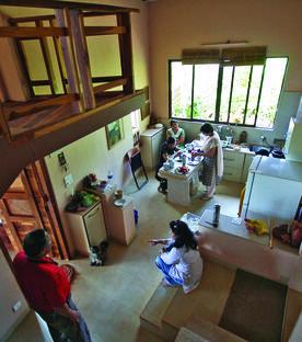Shirish Beri: Haus am Seeufer in Andur