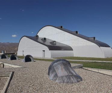 Feinsteinzeug: die Form der Architektur zwischen Gegenwart und Tradition