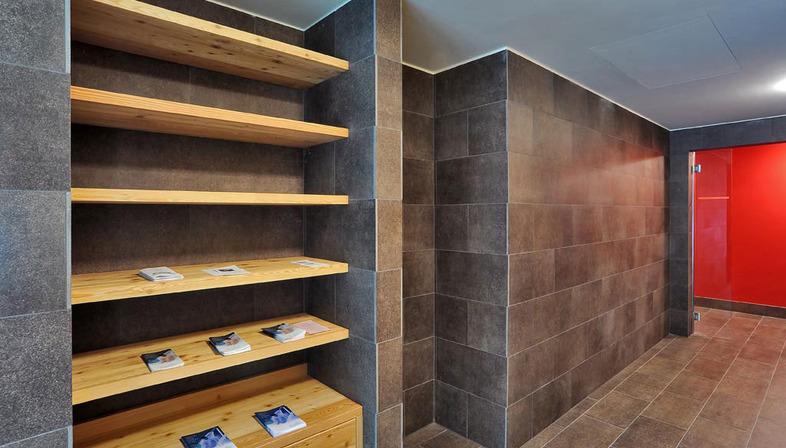 faszination und harmonie der farben steinzeugfliesen iridium floornature. Black Bedroom Furniture Sets. Home Design Ideas