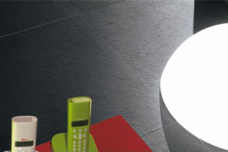 Lichteffekte bei Feinsteinzeugoberflächen: Pietra di Brera und Grafite