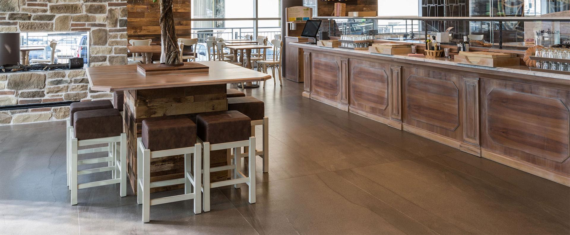 Oberflächen für Bars und Restaurants. Die Feinsteinzeugkollektionen FMG