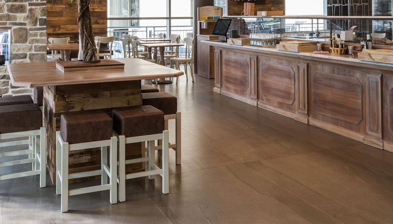 Superfici per bar e ristoranti: collezioni in gres porcellanato FMG