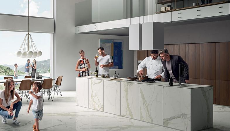Widerstandsfähig, hygienisch und unveränderlich: Arbeitsplatten SapienStone Calacatta, Protagonisten in der Küche