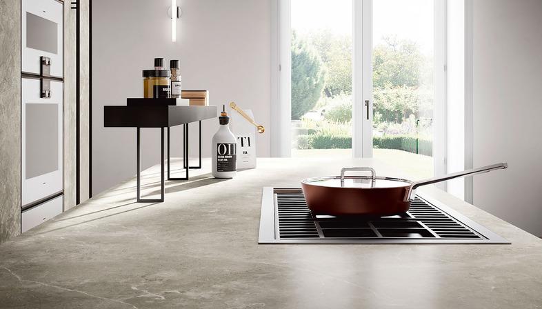 Elegante und funktionale Küchen: Arbeitsplatten SapienStone in Grautönen