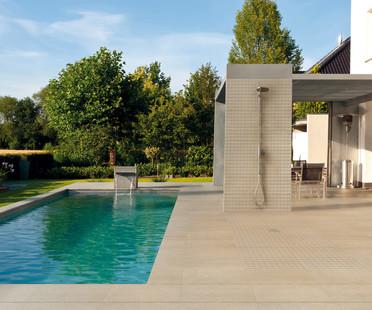 Fußböden und Verkleidungen für Innen- und Außenanlagen aus Feinsteinzeug