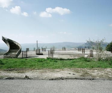 Mario Ferrara, dettagli architettonici in transito