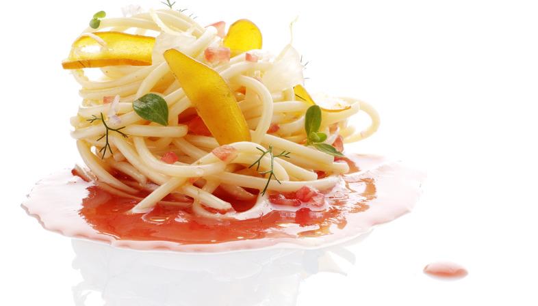 Prepariamo l'Insalata di spaghetti, bottarga e coulis di pomodoro