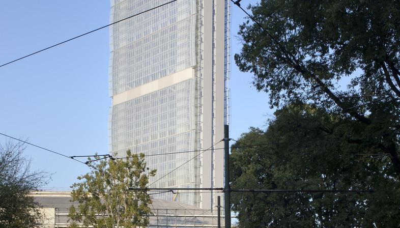La facciata della Allianz Tower di Milano – Andrea Maffei
