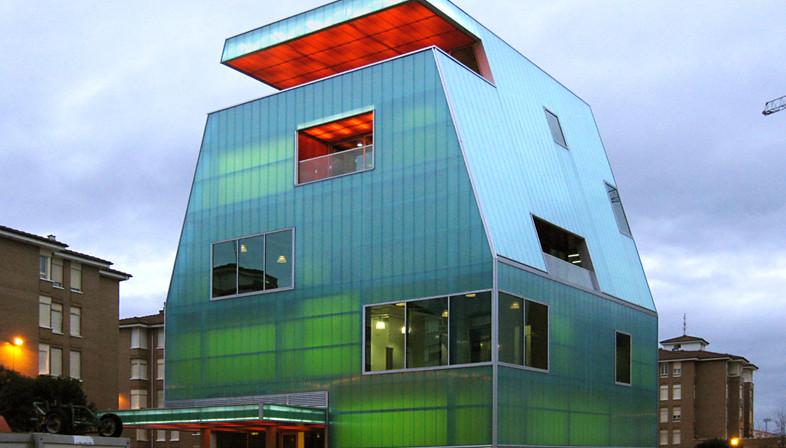 Casa de la Juventud aus Polycarbonat in Santoña – Projekt von MISC arquitectos