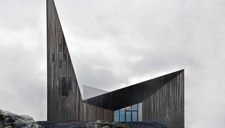 Eine Holzkirche auf dem Hügel von Knarvik