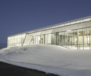Ein überdachter und beheizter Fußballplatz in Quebec, Kanada