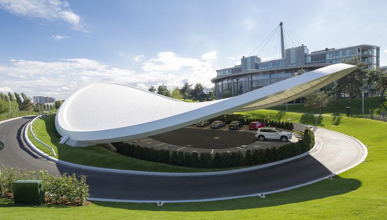 Hyperbolisches Paraboloid aus Stahl und PTFE für das VW-Testfahrgelände