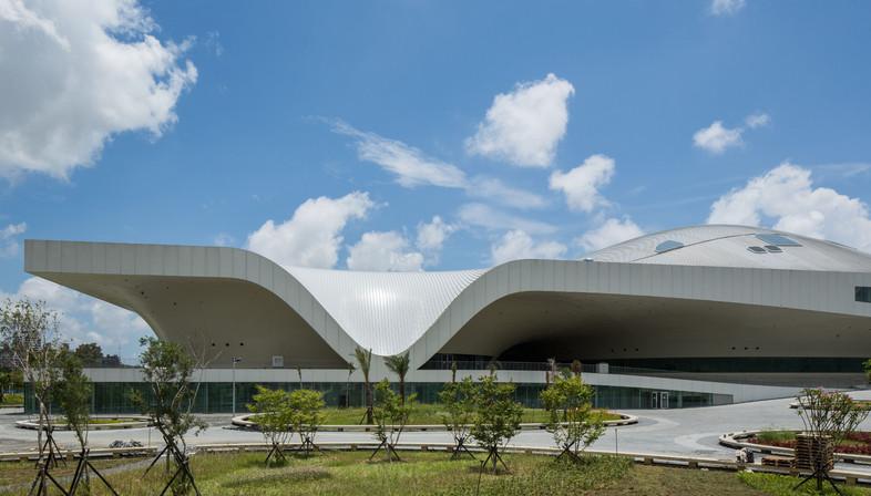 Eine metallbedeckte Stadt. Kunstzentrum in Kahosiung Taiwan