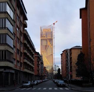 Aluminiumschirm für die Fassade des Fuksas-Turms in Turin