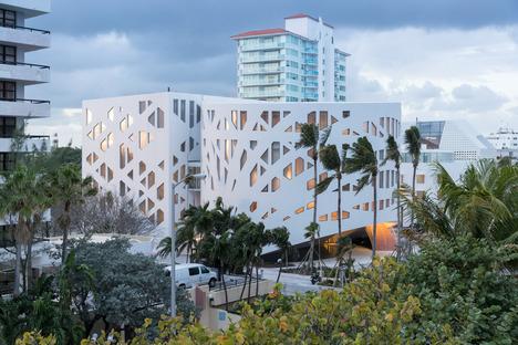 Fassade mit Kettenbögen für das Faena Forum von OMA