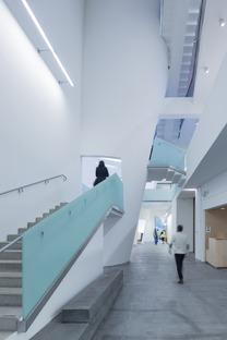 Glasgow School von Steven Holl und die vertikalen Lichtkanäle