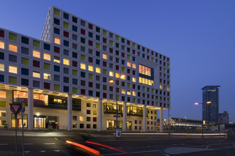 Fassade aus farbigen Fertigplatten für ROC von LIAG