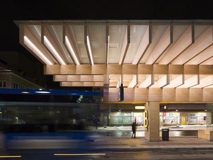 Gemischte Struktur aus Beton und Brettschichtholz für ein Vordach in Umeå, Schweden.