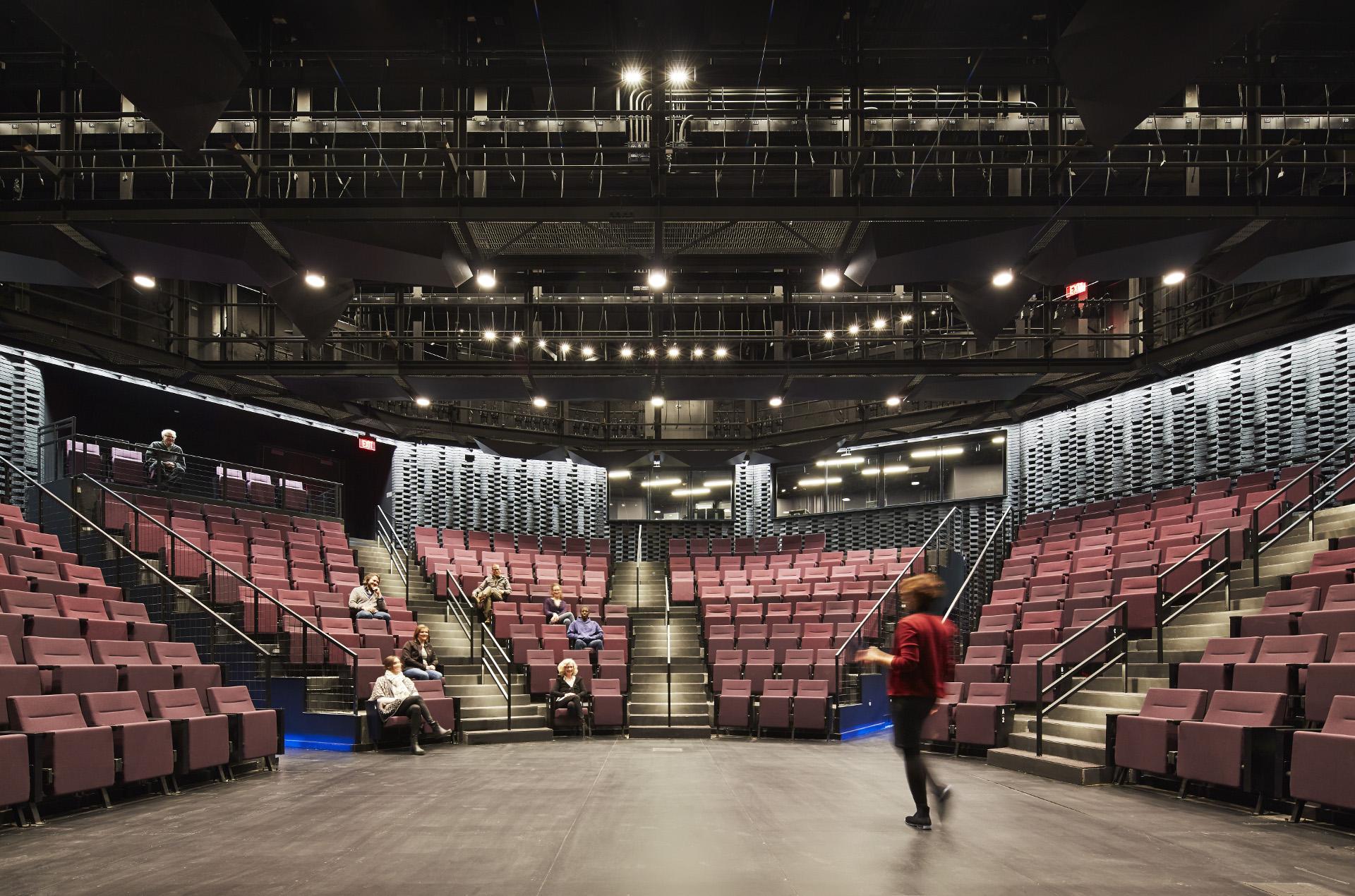 Tensostruktur aus Holz für das Writers Theatre von Studio Gang