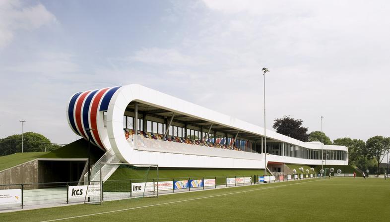 LIAG Sportzentrum mit isolierenden Böschungen