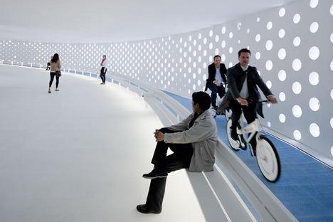 Die geschlossene Doppelspirale des Pavillons der EXPO 2010 von Bjarke Ingels