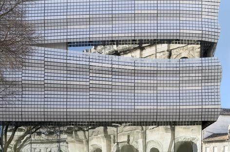 Das Musée de la Romanité von Elizabeth De Portzamparc in Nimes und seine Fassade aus siebbedrucktem Glas