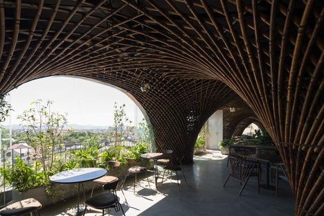Banbusdach für das Nocenco Café von VTN Architects