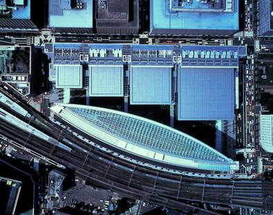 Umgekehrte Parabelbögen für das Tokyo International Forum von Viñoly.