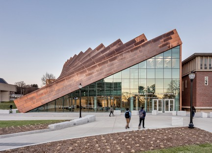 Verkupferte Stahlträger für die Isenberg School of Management von BIG