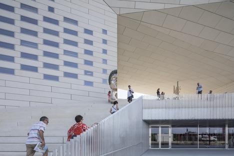 Eine vorgefertigte Betonfassade für das Méca von BIG & FREAKS