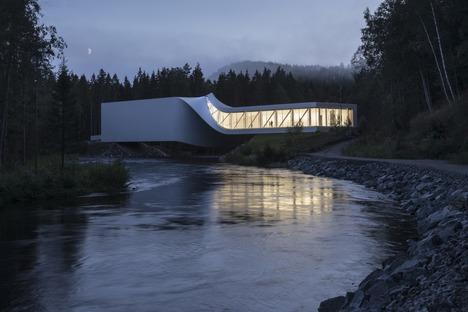 Das Twist-Museum von Big, Stahl, lackiertes Holz und Aluminium.