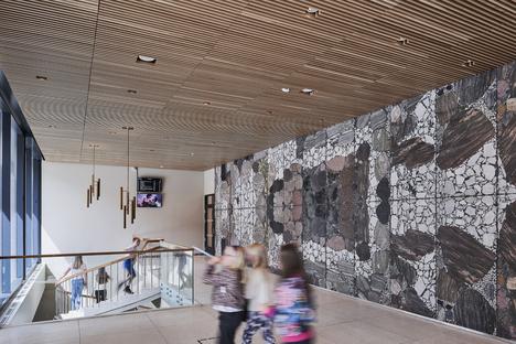 Weidemannsalen von Snøhetta in Edelstahl