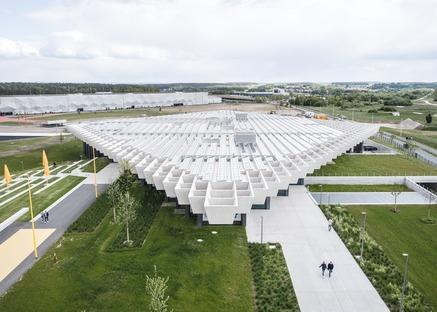 Große Betonträger für das Adidas Headquarter von COBE