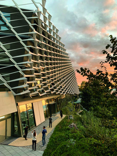 Feste Sonnenblende aus Aluminium für die AGORA von Behnisch Architekten