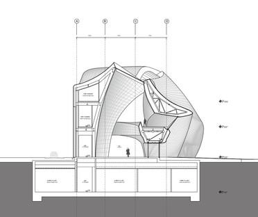 Das Holzskulpturenmuseum von MAD ist aus poliertem Stahl gefertigt