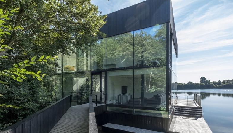 Die aufgeständerte Villa aus Stahl und Glas von Mecanoo
